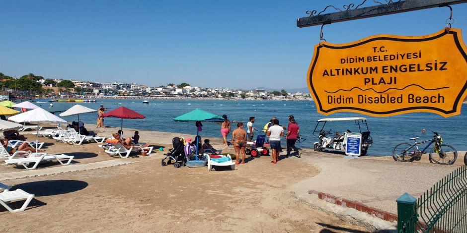 """""""Engelsiz Plaj"""" dünyanın dört bir yanından misafirlerini ağırlıyor"""