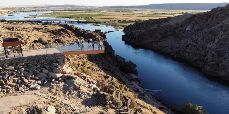 Tarih ve doğa bir arada: Çeşnigir Köprüsü ve Kanyonu