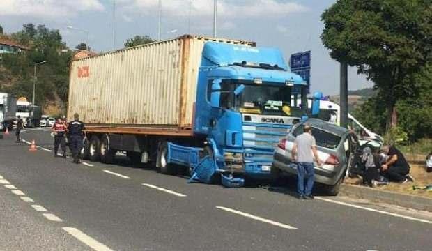 Bilecik'te TIR ile otomobil çarpıştı: 5 yaralı