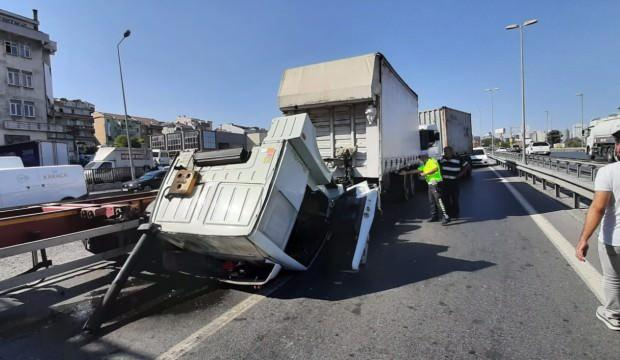 İstanbul'da zincirleme kaza: 3 TIR çarpıştı, yol kapandı