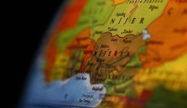 Nijerya'da yolcu otobüsü nehire düştü: 14 ölü