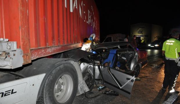 Otomobil TIR'ın altına girdi: 1 ölü 3 yaralı