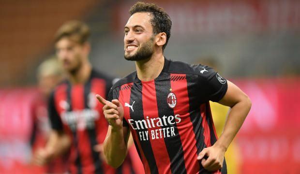 Hakan Çalhanoğlu, Milan'ı tura uçurdu!
