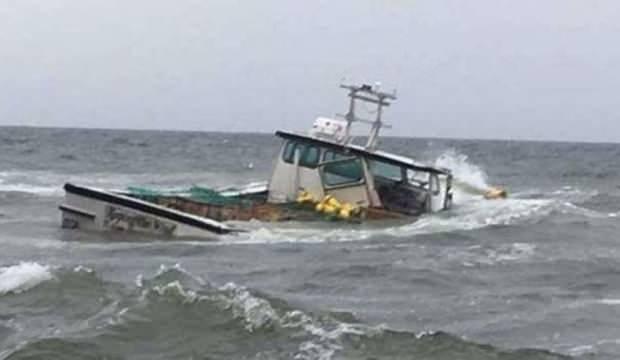 Çin'de tekne kayalıklara çarptı: 4 ölü