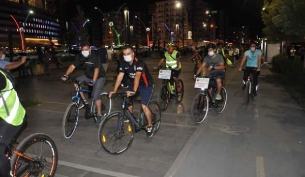 Diyarbakır'da koronavirüsle mücadelede farkındalık için pedal çevirdiler