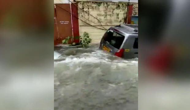 Hindistan'ı Muson vurdu: Yerleşim yerleri sular altında kaldı