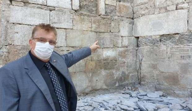 Tarihi Sinop cezaevi duvarlarında çıktı
