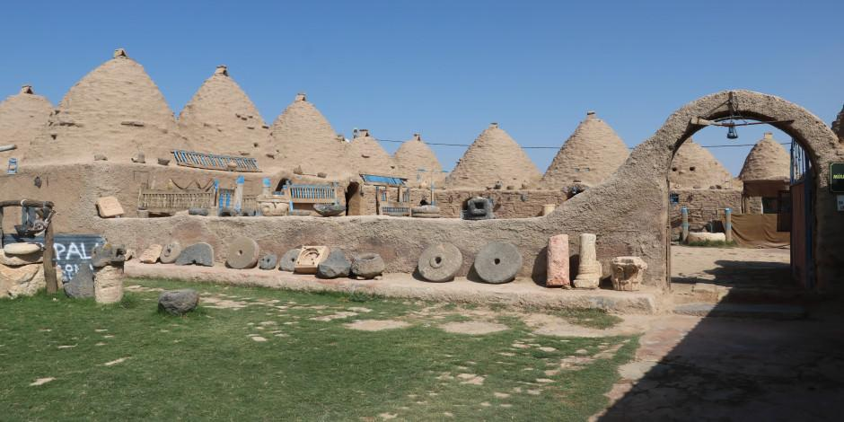 Tarihi kümbet evleri turist ağırlamaya başladı