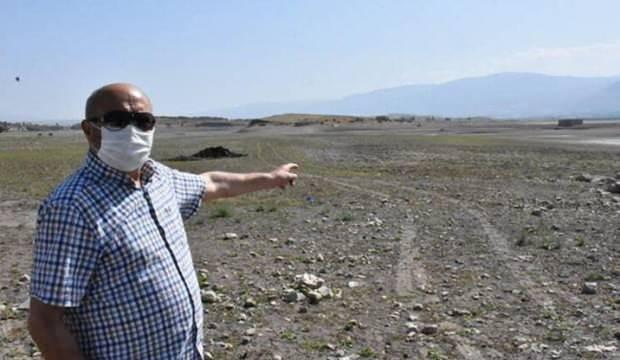 Baraj gölünde sular çekildi, köy kalıntıları gün yüzüne çıktı
