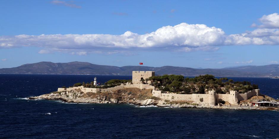 Kuşadası'nın en güzel manzarası: Güvercinada Kalesi