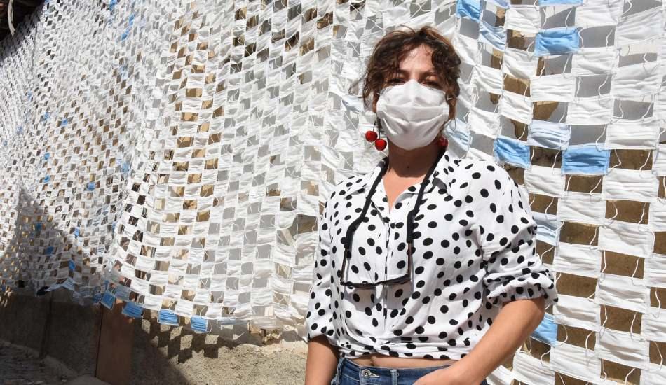 Koronavirüse dikkat çekmek için 2 bin 450 maske ile duvar kapladı!