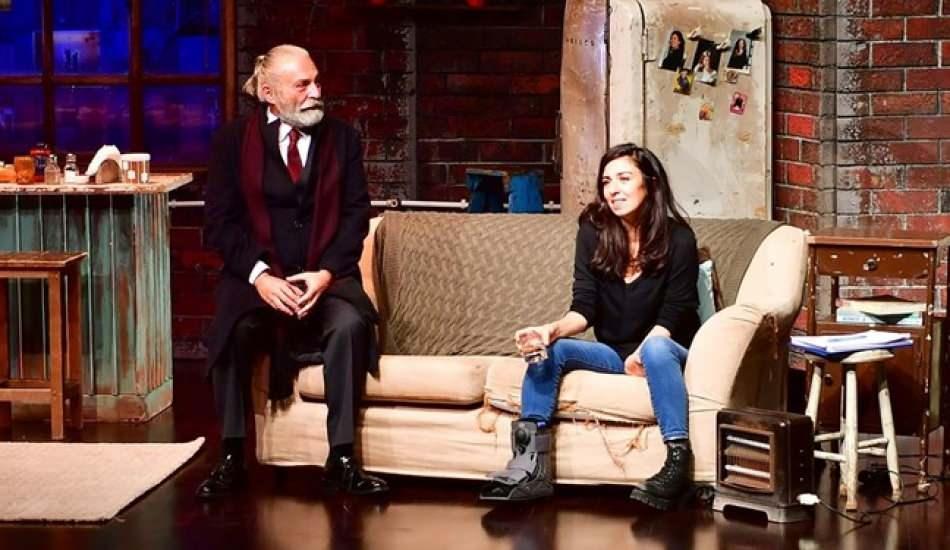 Haluk Bilginer'in rol aldığı 'Pencere' korona virüs önlemleriyle tiyatroseverlerle buluştu!