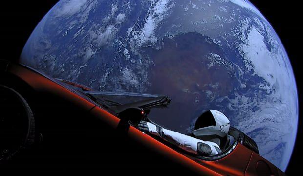 Elon Musk'ın Tesla'sı Mars'a yaklaştı