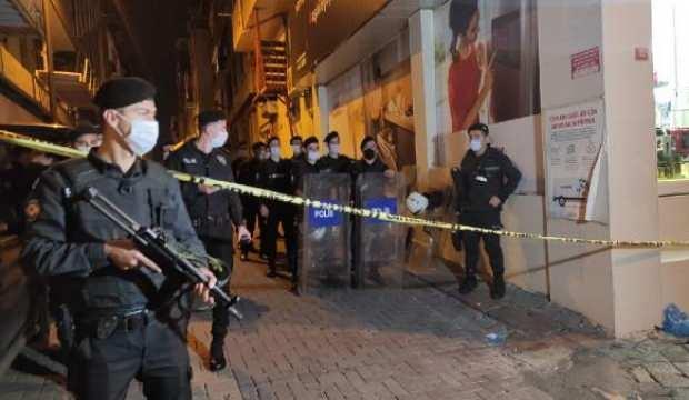 Polis kavgaya müdahale ederken yaşanan arbedede 2 kişi yaralandı