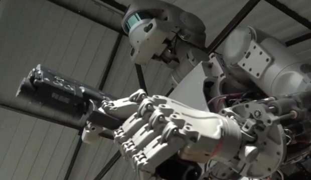 Robot Fedor ağzını bozdu ve kozmonotları suçladı