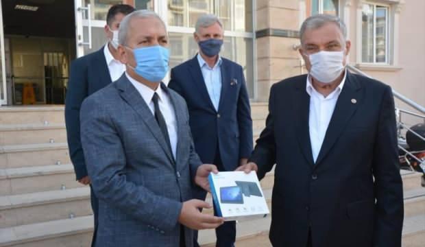 Antakya Belediyesinden uzaktan eğitime erişemeyen 200 öğrenciye tablet desteği