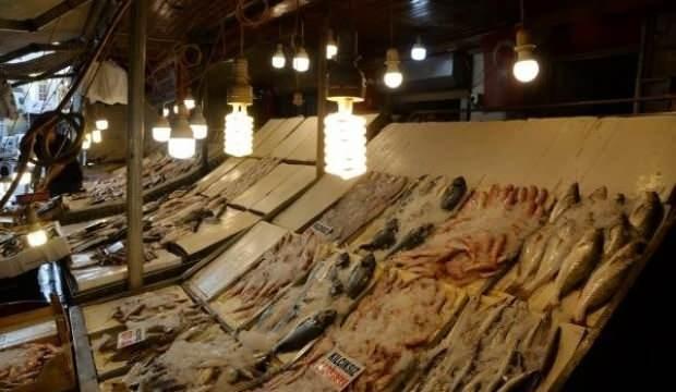 Balık alacaklar dikkat! Tezgahlarda renkli ışık hilesi!