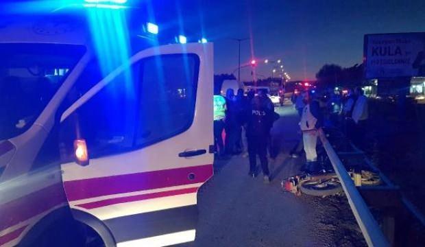 Başını demir bariyerlere çarpan motosikletin sürücüsü ağır yaralandı