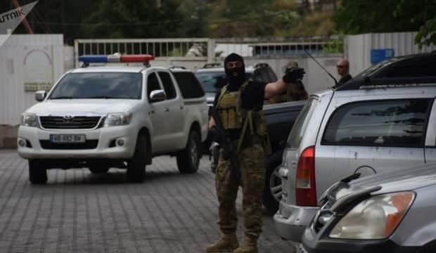 Gürcistan'da bankada silahlı soygun: En az 20 rehine var