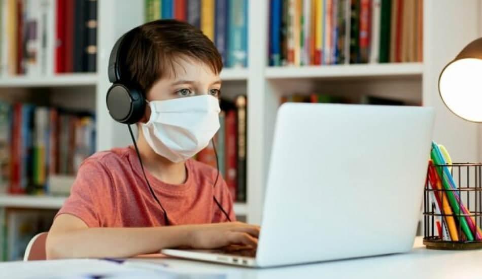 Online eğitimde kulaklık kullanımına dikkat! İşitme kaybına sebep olabiliyor