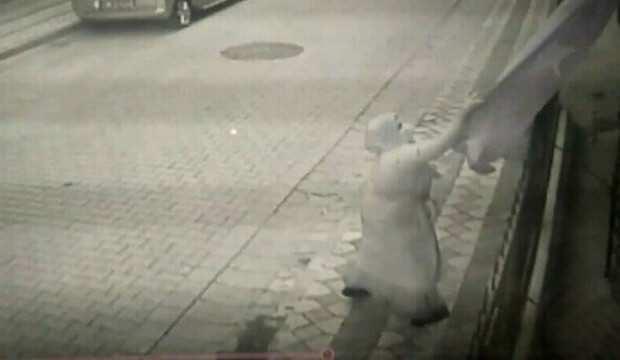 Sultangazi'de tepki çeken görüntü:  Bütün Türkiye'den özür diliyorum