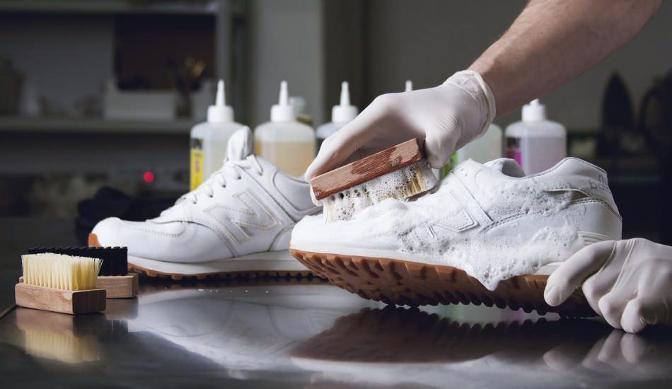 Beyaz ayakkabı nasıl boyanır? Beyaz ayakkabı boyarken dikkat edilmesi gerekenler nelerdir?