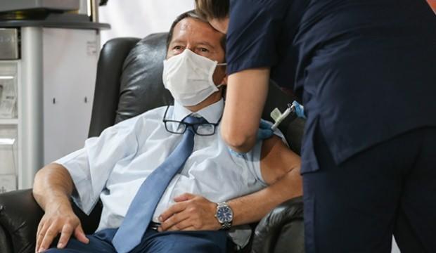 COVID-19'a karşı geliştirilen aşı gönüllülere uygulanmaya başlandı