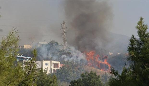 Hatay'da çıkan orman yangını yerleşim yerlerine sıçradı