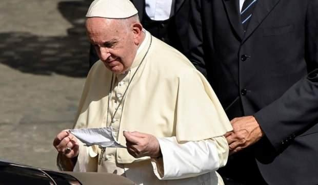 Papa, vaka artışına rağmen maske takmayı reddediyor!