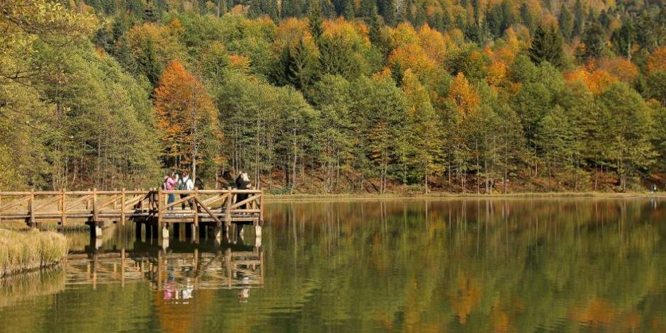 Saklı cennet Karagöl, ziyaretçilerine görsel şölen sunuyor!