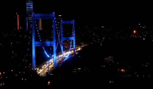 İstanbul'daki köprüler diyabet için aydınlatıldı
