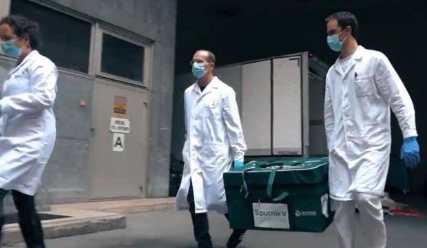 Rusya ilk kez bir AB ülkesine bulduğu Kovid-19 aşısını gönderdi