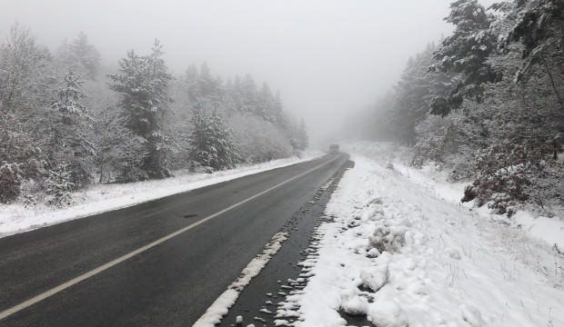 Bayburt'un yüksek kesimlerinde kar yağışı etkili oluyor