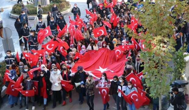 Hakkarililer, Diyarbakır Anneleri'ne destek yürüyüşü düzenledi