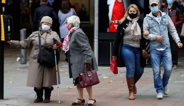 İngiltere'de karantina bitecek kısıtlamalar artacak