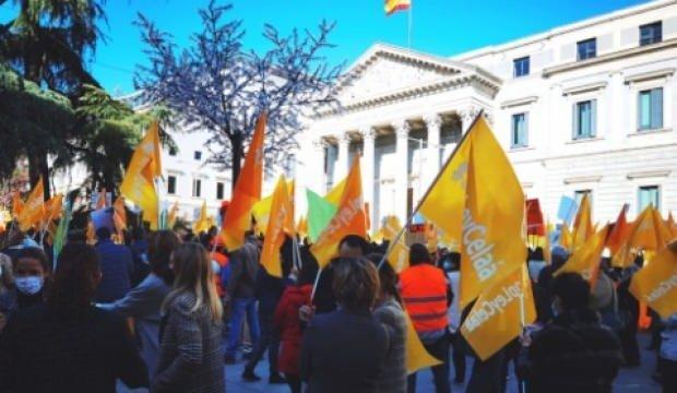 İspanyol sağı, sol hükümetin eğitim reformunu protesto etti