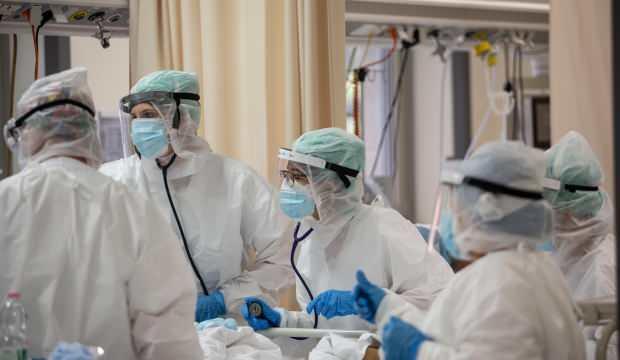 İtalya'da pandemide toplam can kaybı 50 bine yaklaştı