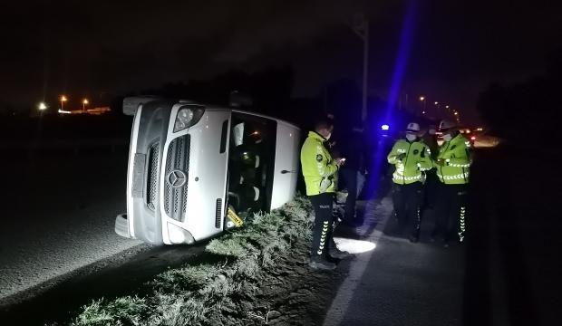 Kocaeli'de işçileri taşıyan servis minibüsü devrildi