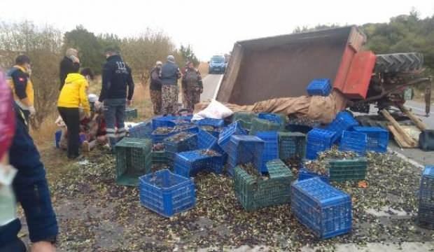 Zeytin işçilerinin traktörü devrildi: 5 yaralı
