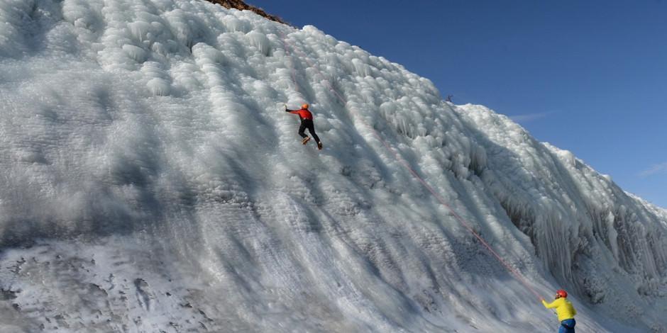Adrenalin tutkunlarının Palandöken'de yeni eğlencesi 'yapay buz parkı'