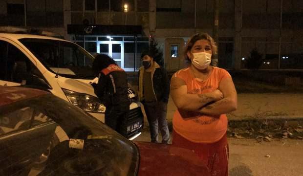 Kısıtlamada sokağa çıktı, cezayı yiyince gazetecilere tükürdü