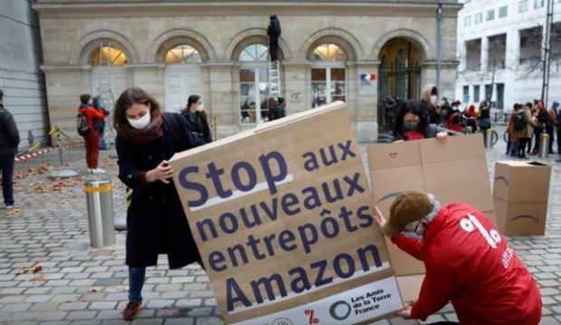 İşçiler Amazon'un sahibi Jeff Bezos'a karşı ayaklandı