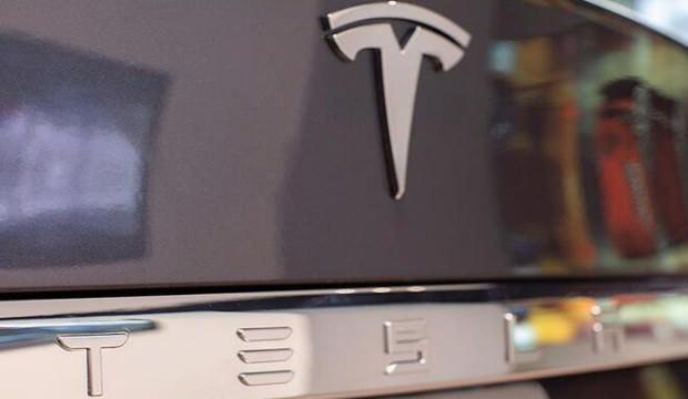 Elon Musk uyardı! Tesla hisseleri...