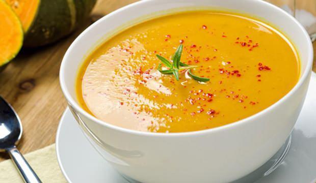 Soğuk havalarda iç ısıtıyor, şifa veriyor: Çorbayı pulbiber,limon ve sirke ile tüketin!