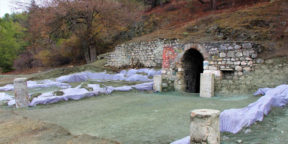 Amasya'da arkeolojik kazıda 'rahip mezar taşı' bulundu