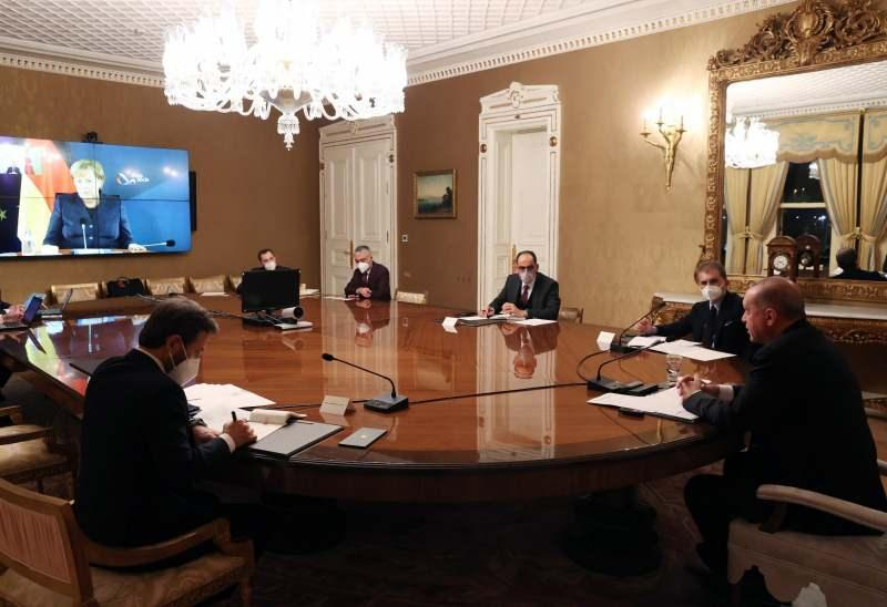 Başkan Erdoğan'dan Merkel'le kritik görüşme