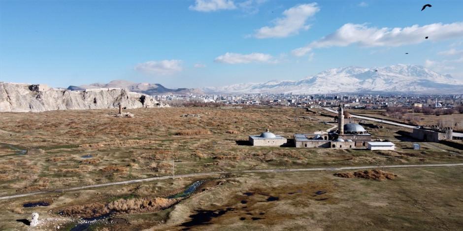 """Van Kalesi """"doğal sit-nitelikli doğal koruma alanı"""" olarak tescillendi"""