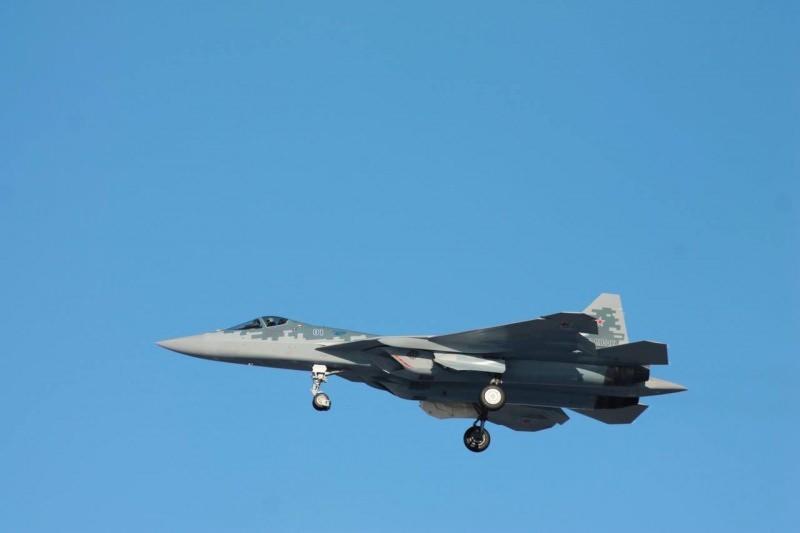 Seri üretimden çıkan ilk Su-57, konuşlandığı üste ilk uçuşunu yaptı.