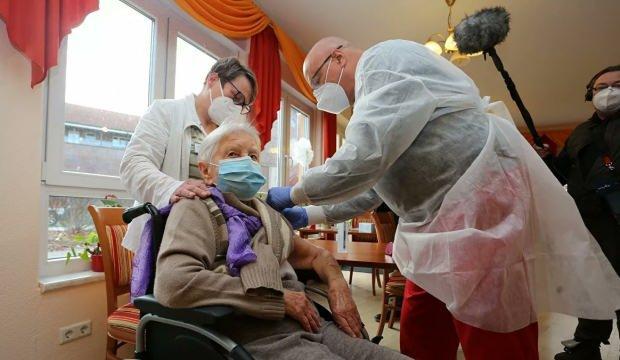 Almanya'da ilk Kovid-19 aşısı yapıldı