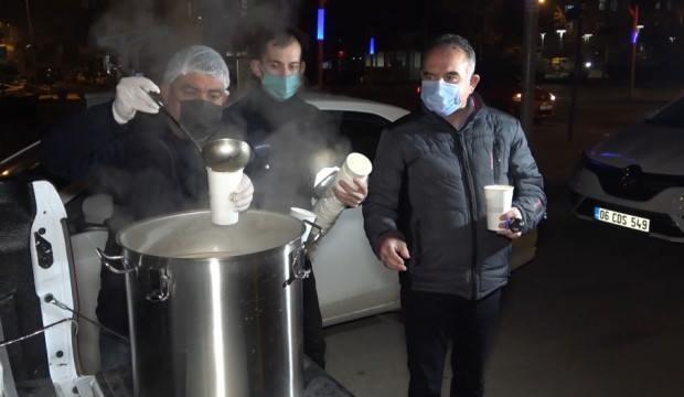 Belediyeden görev başındaki polislere çorba ikramı